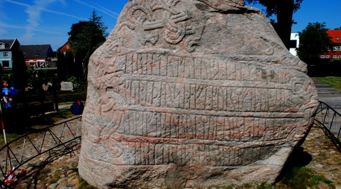 Reading and interpreting runic inscriptions: the theory and method of runology